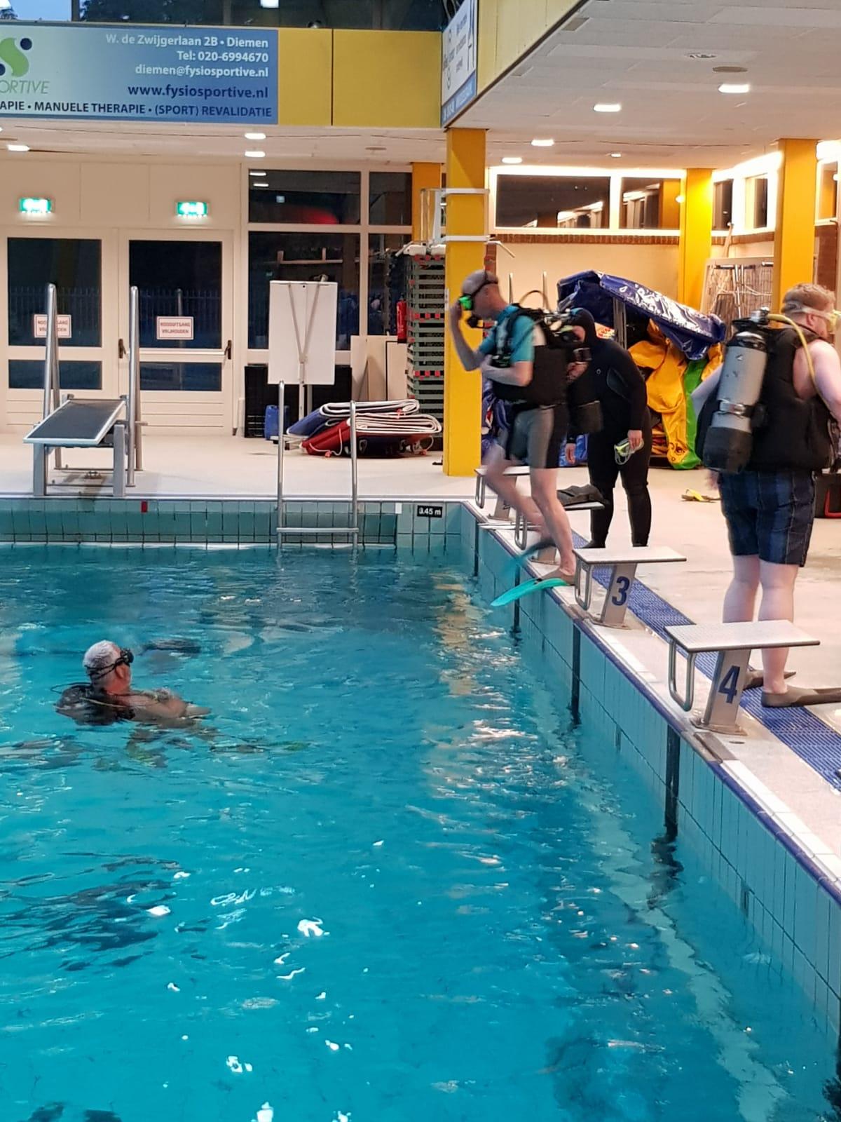 Perslucht In Het Zwembad Ovdiemen